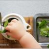 Чем занять ребенка на кухне в 12-16 месяцев.
