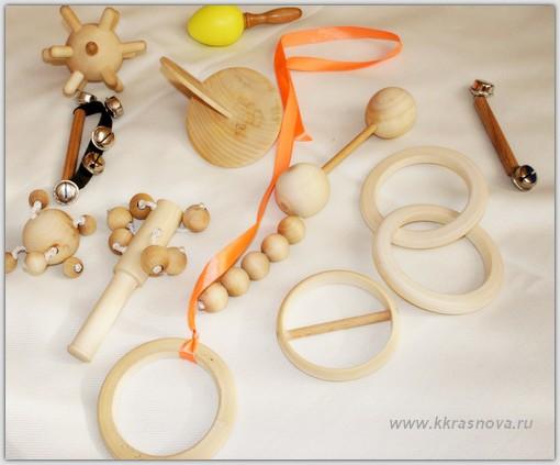 Первые игрушки малыша в духе Монтессори